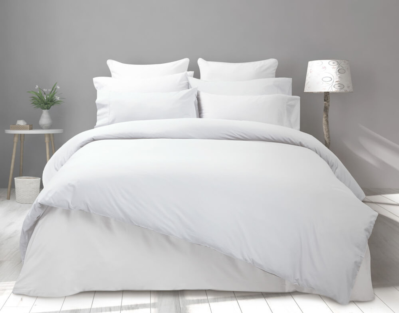 Front view of Cotton Blend Percale Duvet Cover with matching sheet set.