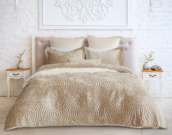 Mercado features a classic medallion design on gold crushed velvet and reverses to a warm golden tan colour.