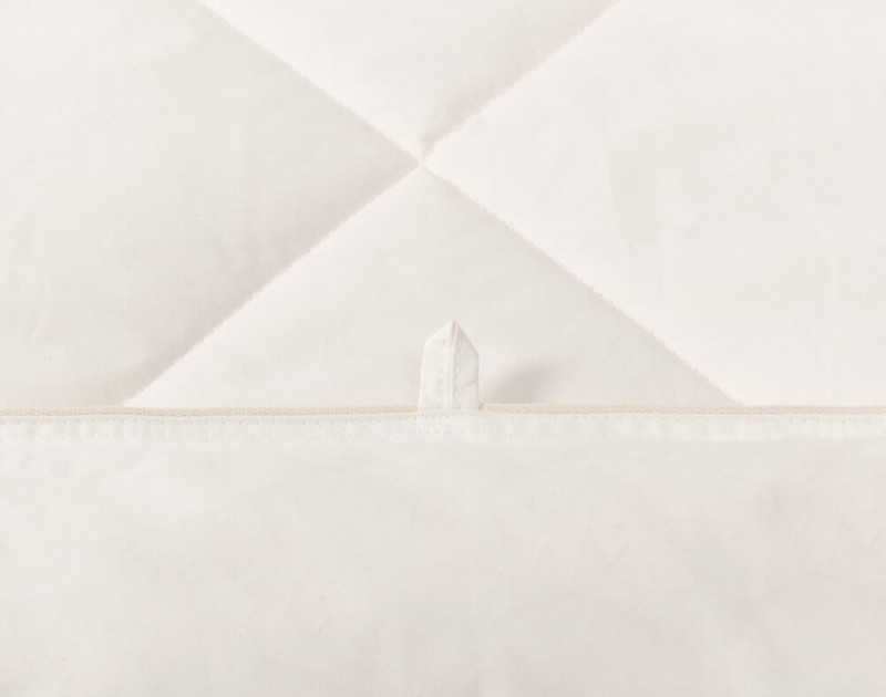 Pure Australian Wool Duvet, double piped bound edge close-up