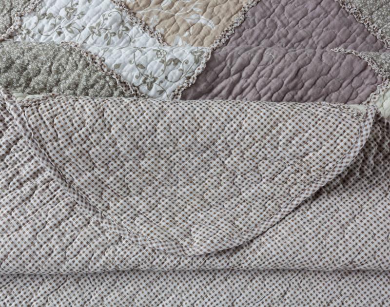 Corner of Graveley Cotton Quilt Set.