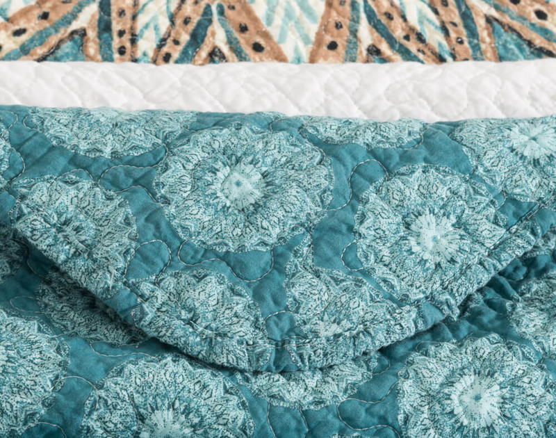 Detail view of seams on Mantra Cotton Quilt Set.