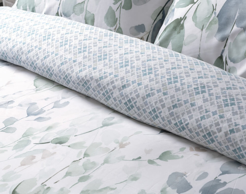 Front and reverse of Della Duvet Cover.