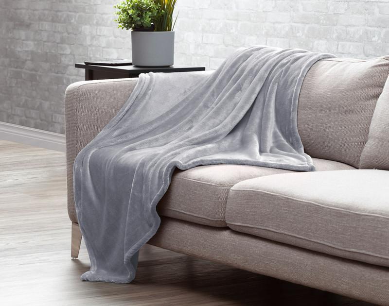 Velveteen Fleece Throw in Grey Mist.