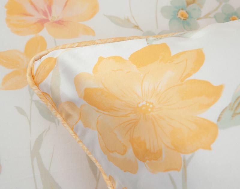 Close up of dahlia print on Alyssa Duvet Cover.