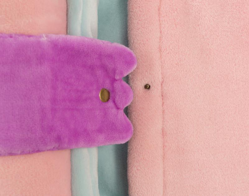 Sleeping bag features easy snap closure