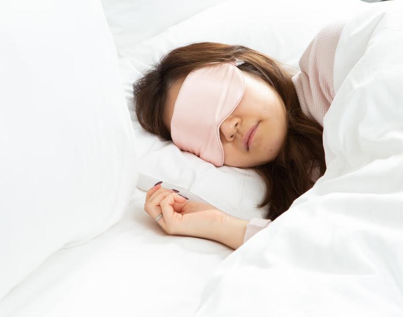 100% Silk Eyemask in Blush, a soft pink.