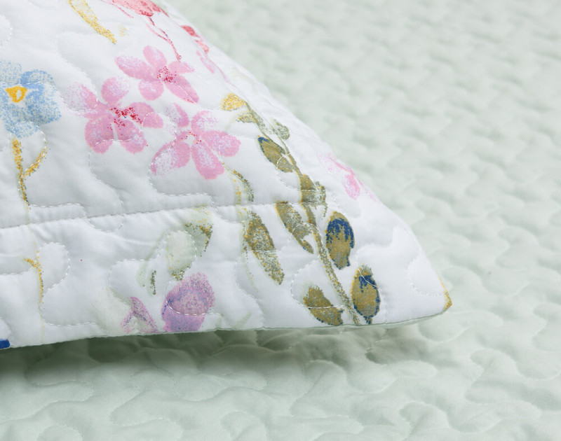 Close up of Larkfield Pillow Sham flange.