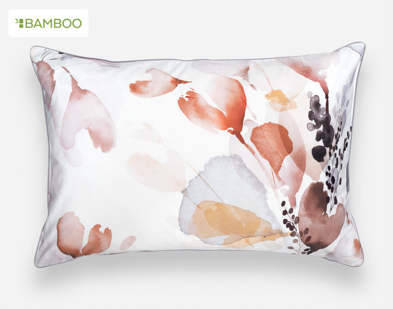 The watercolour botanical pattern of the Bergen Pillow Sham