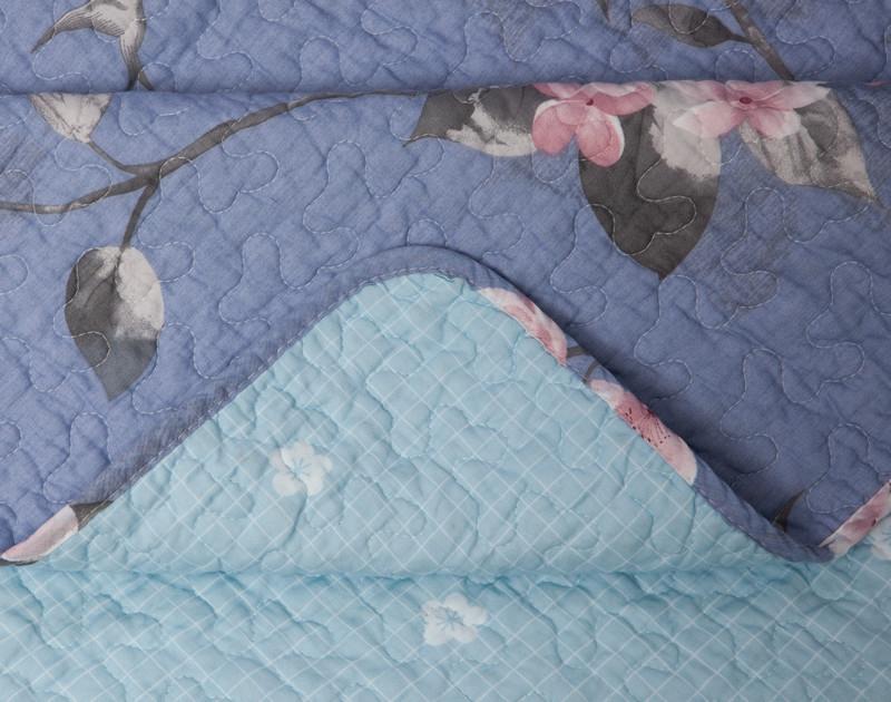 Seam detailing on Swallowtail Cotton Quilt Set.