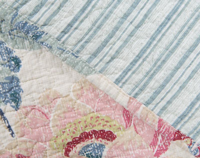 Seam detailing on Lyra Cotton Quilt Set.