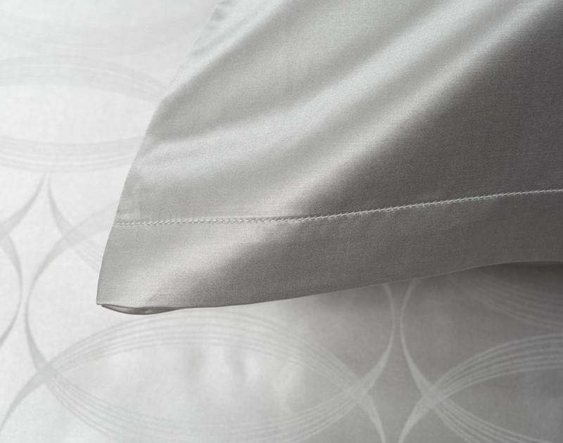 Armoire Pillowcase seam detailing
