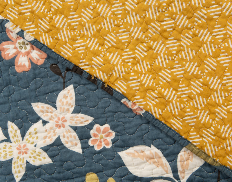 Front and reverse of the Amita Cotton Quilt Set.