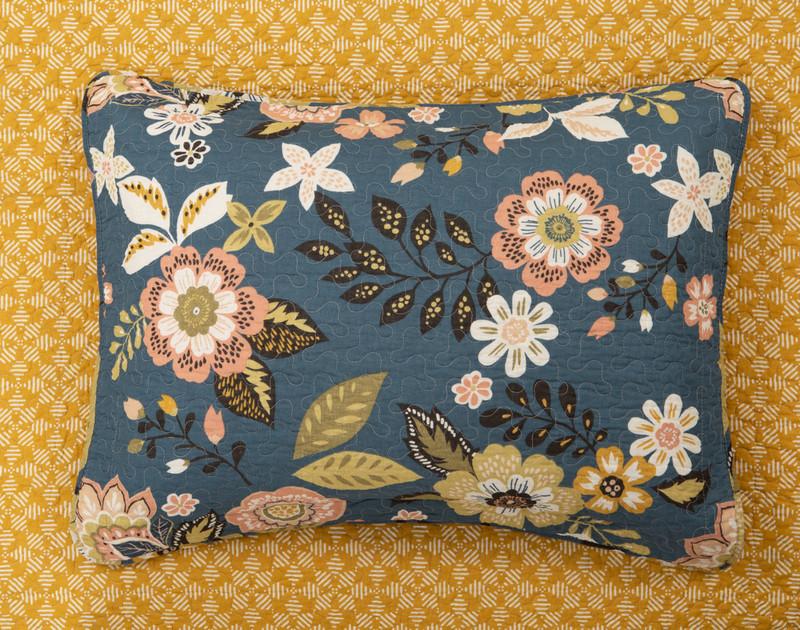Top view of the Amita Cotton Quilt Set Pillow Sham.