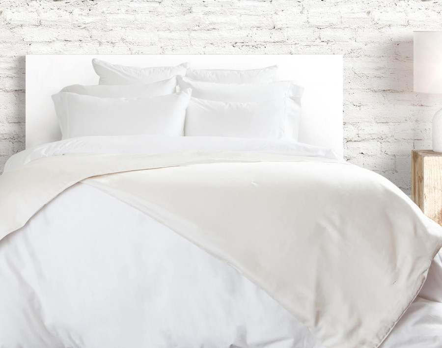 Siesta Mulberry Silk Blanket in White Cloud.