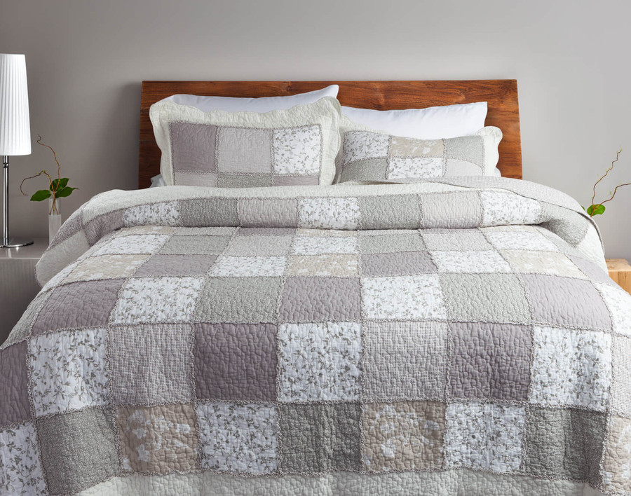 Graveley Cotton Quilt Set .