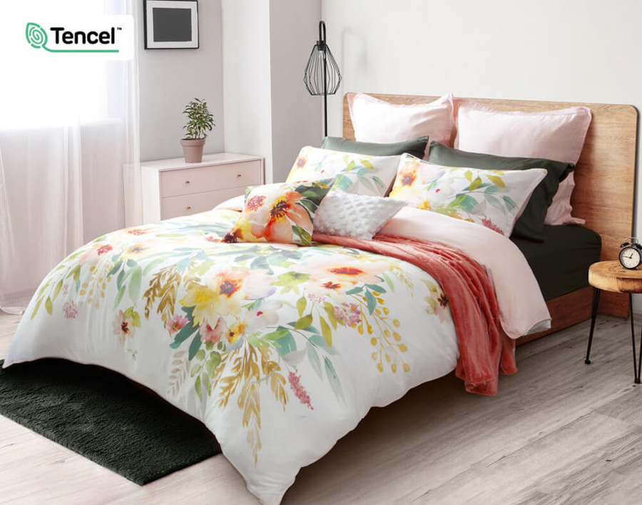 Solange Duvet Cover with green sheets