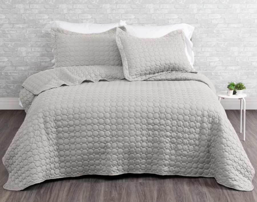 Ringo Coverlet Set in Silver.