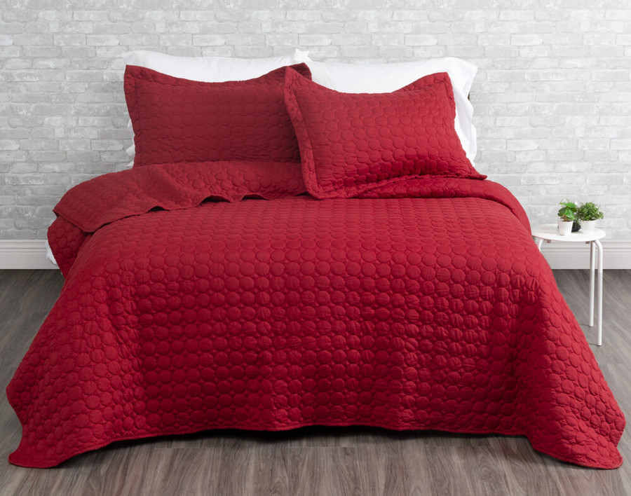 Ringo Coverlet Set in Ruby red.