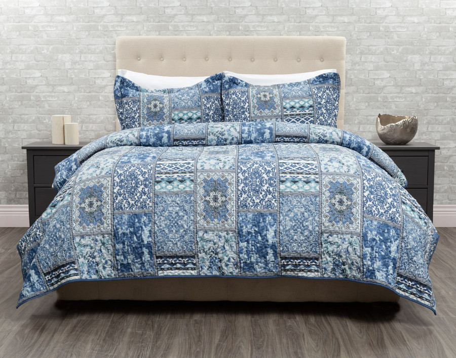 Talia Duvet cover in shades of blues and white