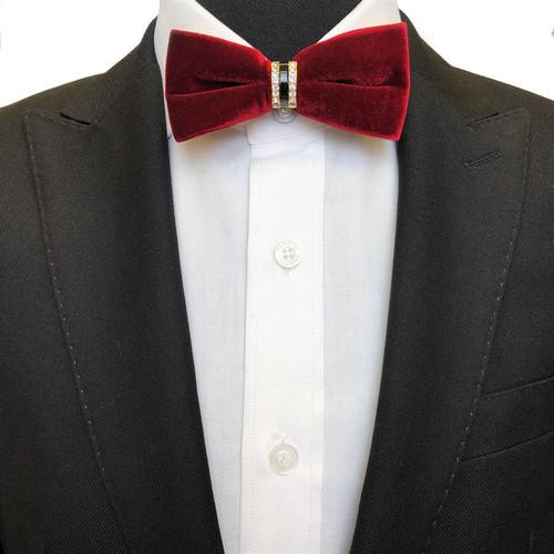 Burgundy slim velvet bow tie on model