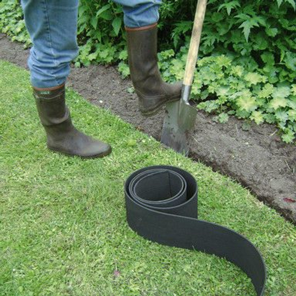 Inserting lawn edging