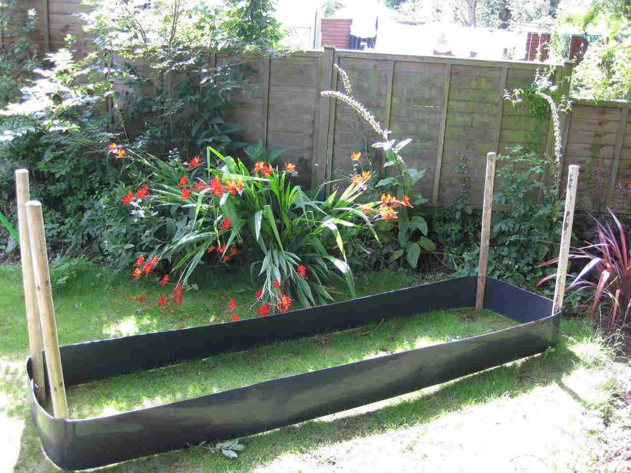 Easy raised garden bed