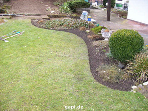 Easy lawn edging that can be bent and shaped