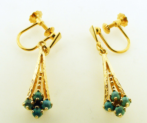 14K yellow gold/ turquise dangle earrings weighing 3.9 grams