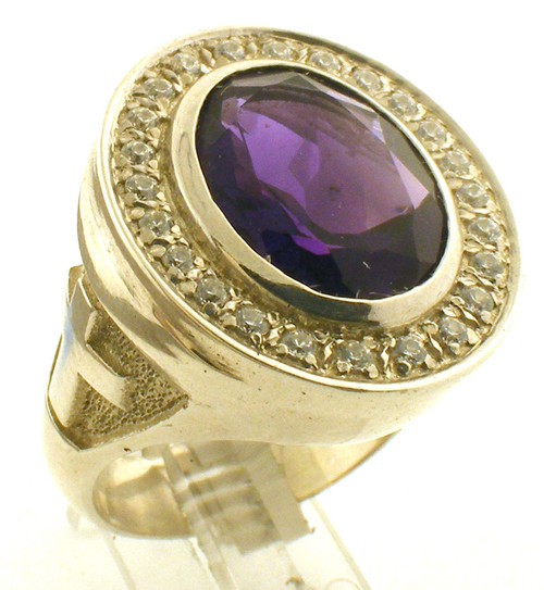 This is a smaller version of the BR103. Center Stone is circled by either cubic zirconia or diamonds.