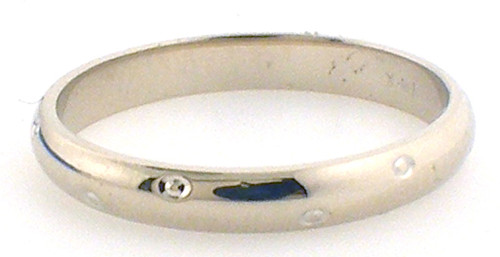 14Karat Yellow gold wedding band. Weight of band is 2.2 grams. Ring size is a 6.75