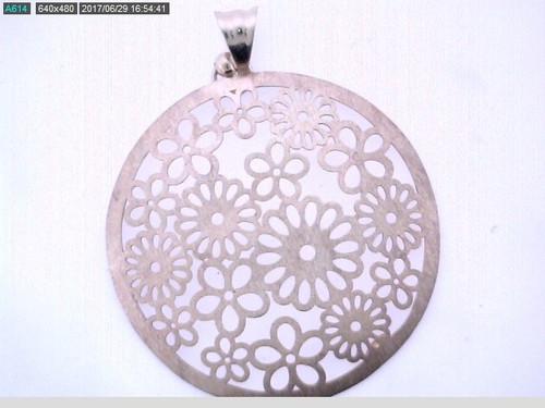 14 karat yellow gold die struck circles pendant weighing 3.6 grams. Pendant is 40mm in diameter