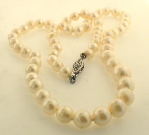 16 inch graduated pearl necklace. Pearls are 5.0mm to 7.5mm