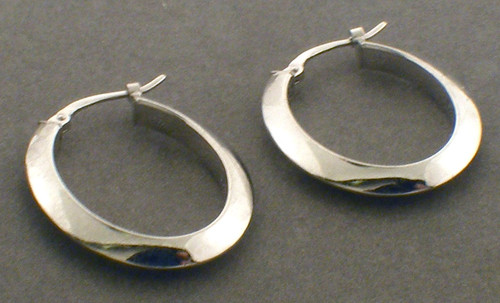18 karat white gold earrings. Clasps are U hooks. Total weight on the earrings in 1.4 grams.