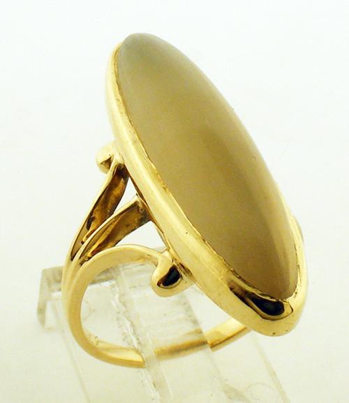 10 karat yellow gold moonstone ring weighing 4.6 grams. Finger size 4.25