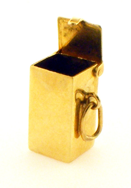 This is a 14 karat yellow gold charm box that is used to keep and store money. The total weight of the charm is 2.7 grams.