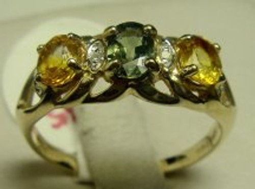 10 karat yellow gold green and yellow sapphire ring weighing 2.7 grams, Finger size 8.25