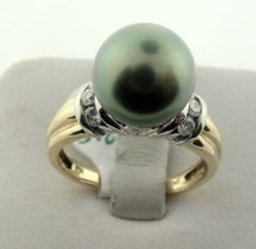This is a two tone 14 karat gold ring with a Tahitian pearl and diamond side stones. The diamond TW is 0.18ct and the rings total weight is 7 grams. The ring is made for a finger size of 8.5