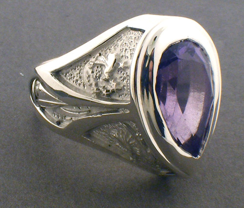 Sterling silver pear shape amethyst ring weighing 20.0 grams. Finger size 6.25