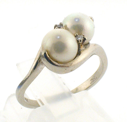 14 karat white gold pearl and diamond ring weighing 3.4 grams. Finger size 6. Pearls 6.25-6.5mm