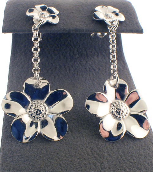 Sterling silver flower drop earrings. The total weight of the earrings are 3.6 grams.