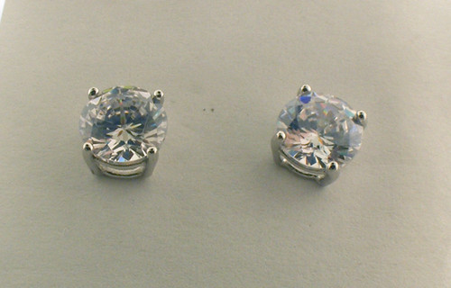 Sterling silver cz stud earrings. The total weight of the earrings are 1.0 grams.