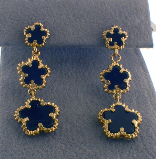 Yellow colored sterling silver drop earring with onyx stones. The total weight of the earrings are 3.4 grams.