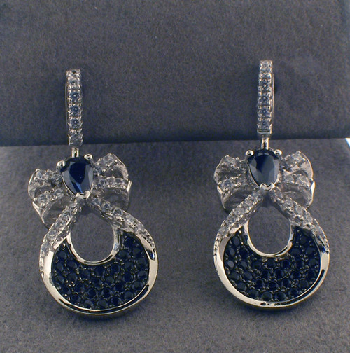 sterling silver cz drop earring. The total weight of the earrings are 4.0 grams.