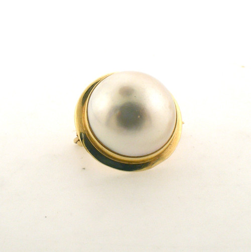 14 karat yellow gold mobe pearl pin. The total weight of the pin is 2.1 grams.