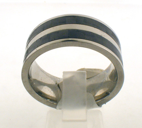 Titanium/carbon fiber wedding ring. The total weight of the ring is 5.9 grams and is made for a finger size of 11.