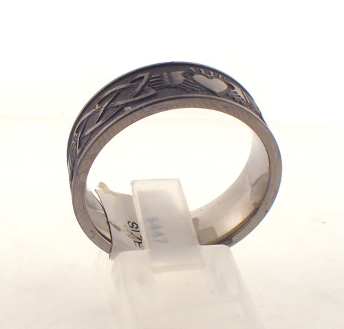 Titanium Celtic wedding ring. The total weight of the ring is 4.3 grams and is made for a finger size of 10.75.