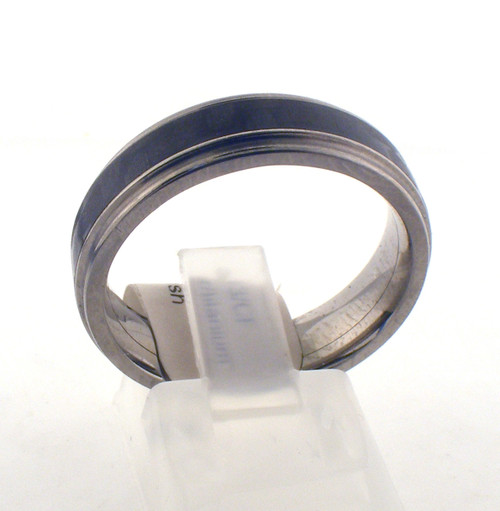Titanium and carbon fiber wedding ring. The total weight of the ring is 2.9 grams and is made for a finger size of 9.5.