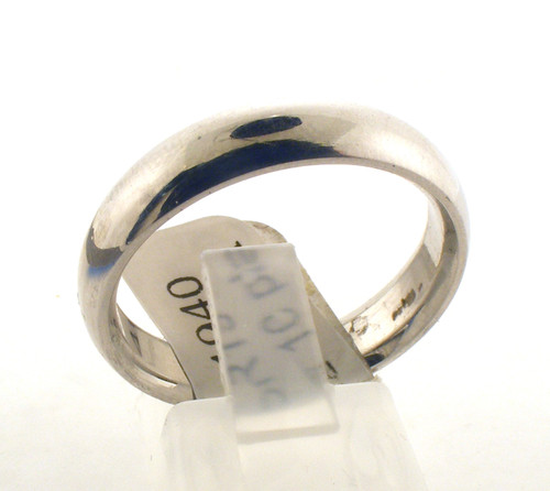 Platinum wedding ring. The total weight of the ring is 11.7 grams and is made for a finger size of 10.