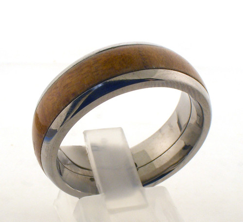 Titanium and kauri wedding band. The total weight of the ring is 3.9 grams and is made for a finger size of 11.