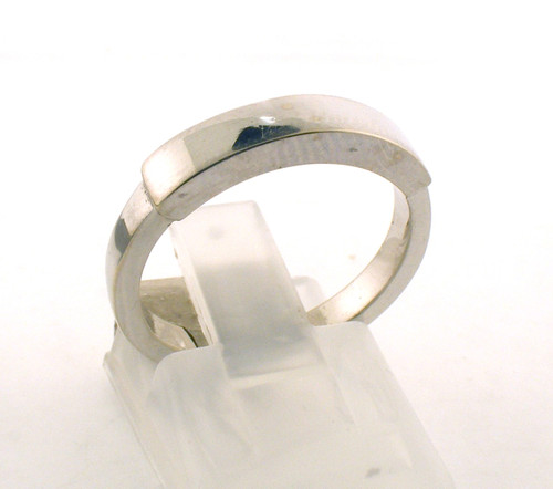 14 karat white gold wedding ring. The total weight of the ring is 4.3 grams and is made for a finger size of 6.5.